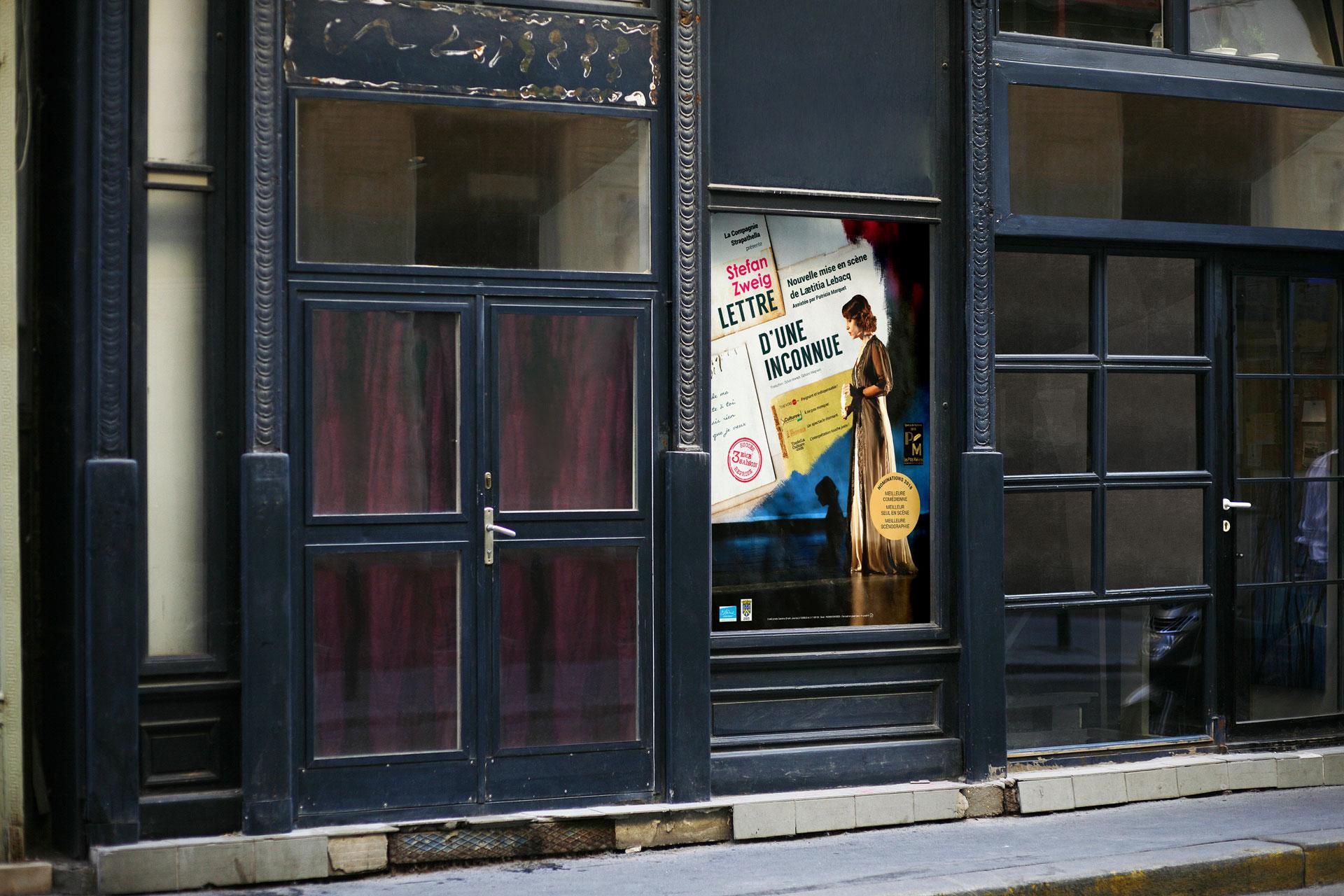 Mise en situation de la nouvelle affiche de théâtre pour la Lettre d'une belle inconnue de Stefan Zweig avec Laetitia Lebacq