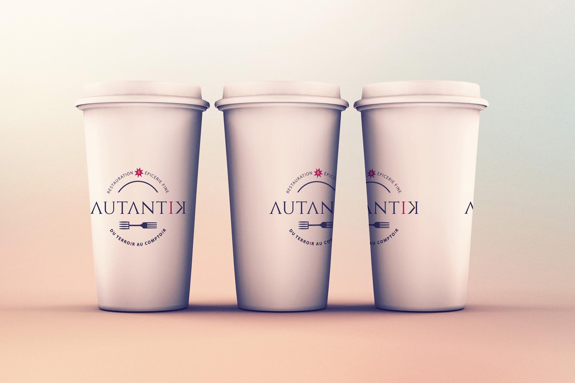 Simulation d'application du logotype Autantik sur gobelets