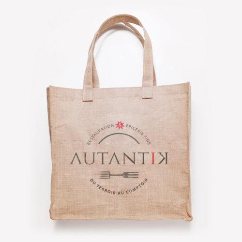 Simulation d'application du logotype Autantik sac